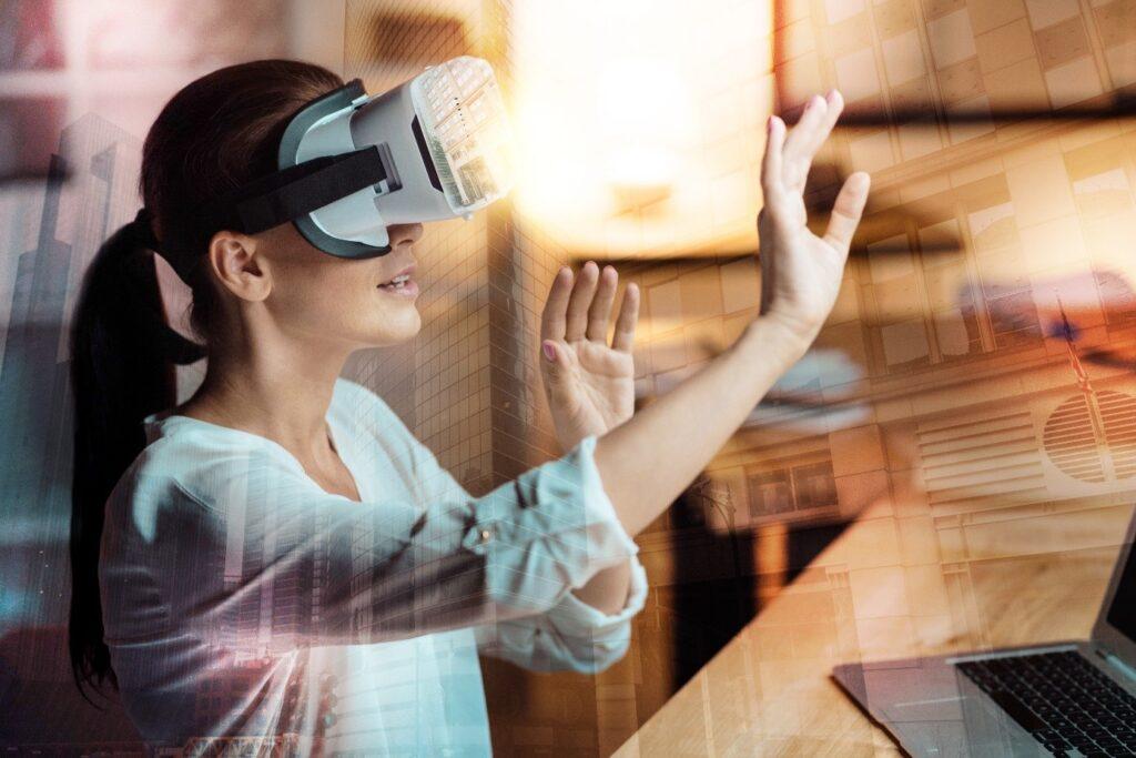 Women virtual reality  technology industry fairs  COVID-19